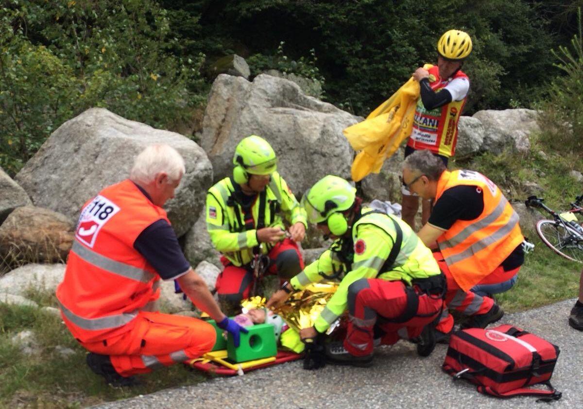 LOCANA - Ciclista di Torre cade in discesa a causa di un tubo: ferita - FOTO
