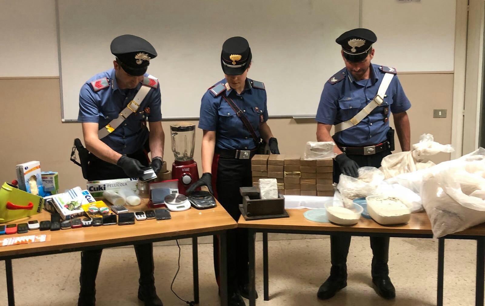 IVREA - Maxi sequestro di droga: sei persone arrestate dai carabinieri - FOTO E VIDEO