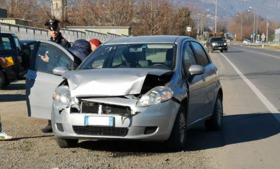 VALPERGA-SALASSA - Tamponamento sulla 460: due vetture coinvolte