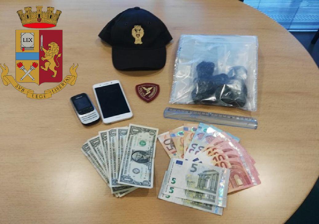 IVREA - Senza biglietto ma con la droga: arrestato sul treno