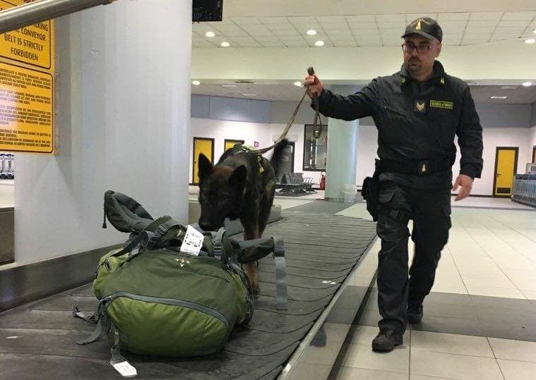 CASELLE - Fermato in aeroporto con 10mila euro in contanti