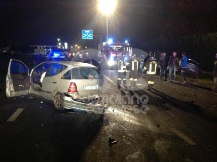 CASTELLAMONTE - Incidente tra quattro auto: diversi feriti - FOTO e VIDEO
