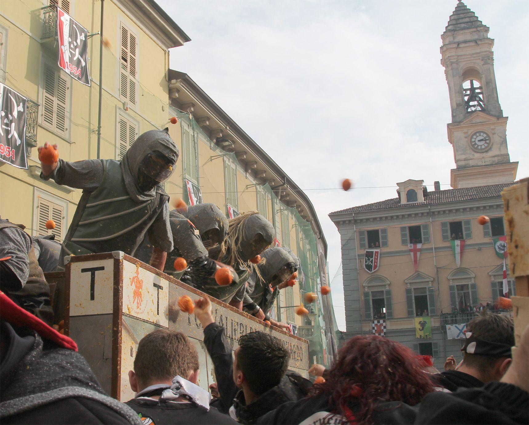 STORICO CARNEVALE IVREA - La battaglia delle arance si chiude con 571 contusi, in aumento rispetto al 2018