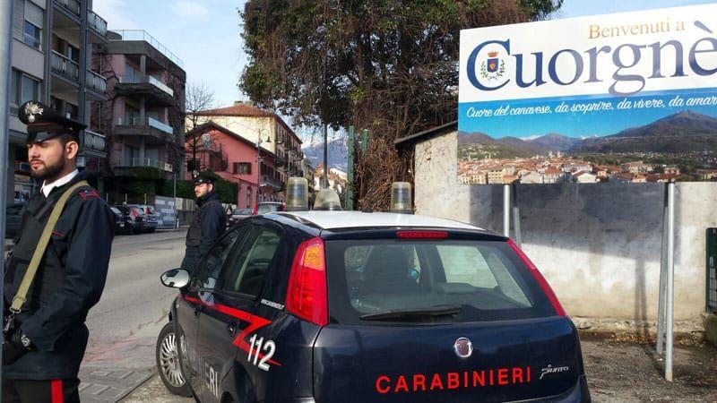 CUORGNE' - Buca le gomme alle auto per derubare i proprietari: 35enne marocchino preso dai carabinieri
