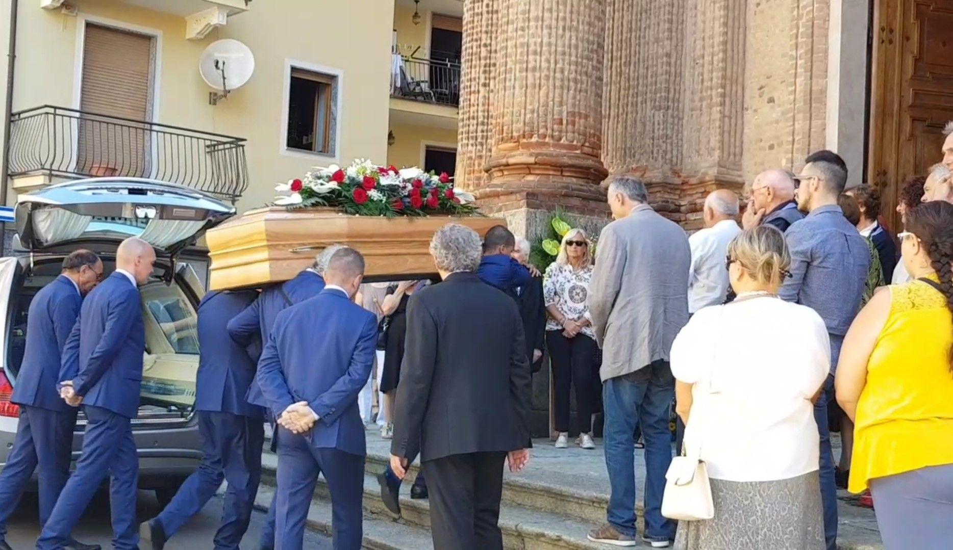 FAVRIA - Tanto dolore per l'addio a Guido. Appello del padre: «Facciamo in modo che non succeda più» - VIDEO