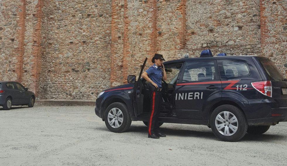 CASTELLAMONTE - Una pallonata ha distrutto l'uovo in ceramica di Stoisa: il vandalo involontario ha raccontato tutto ai carabinieri