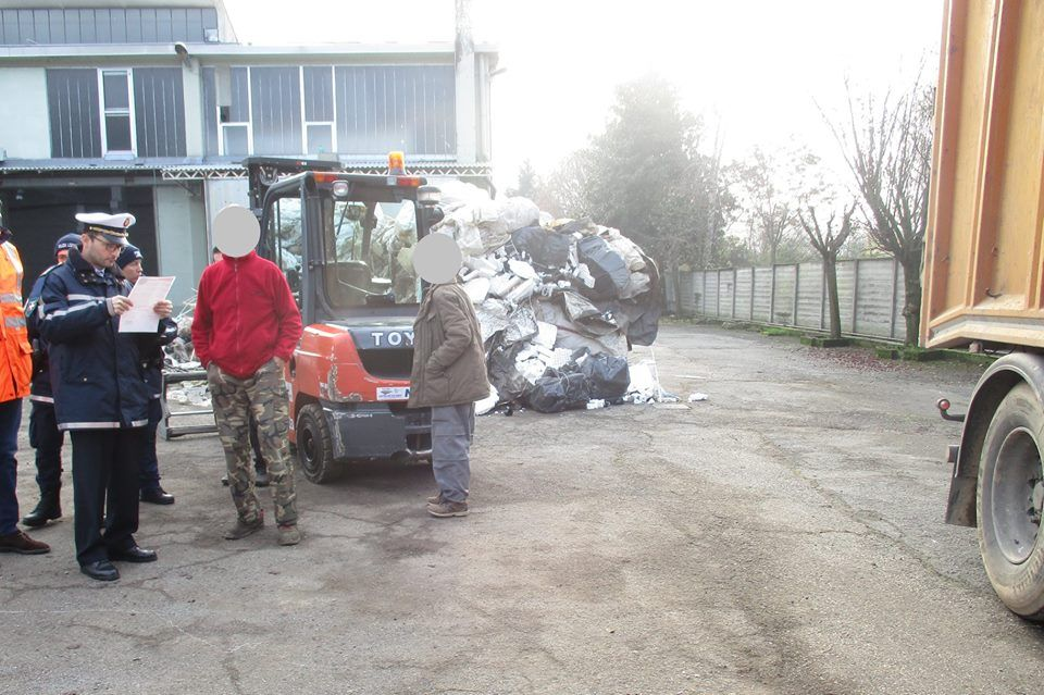 BORGARO - Blitz dei vigili urbani nell'azienda che tratta i rifiuti