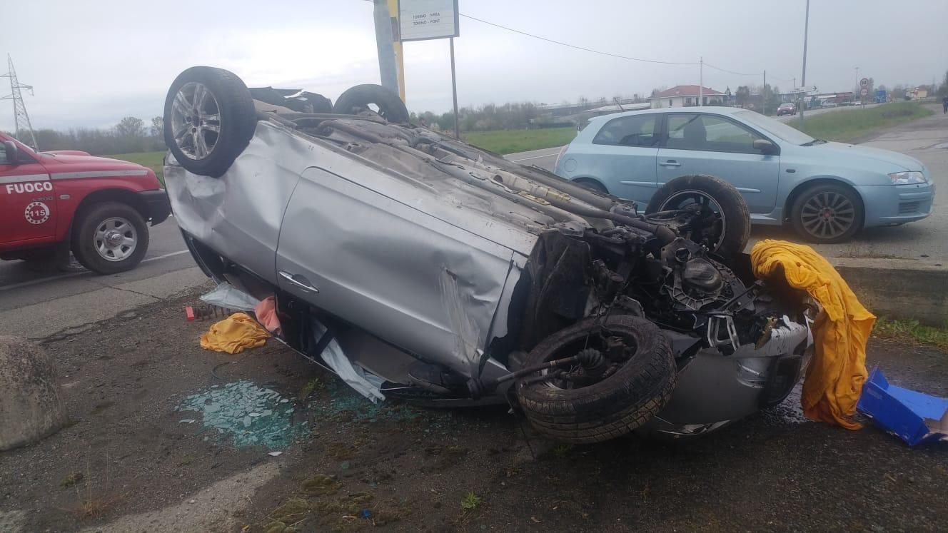 LEINI - Ennesimo incidente in via Volpiano: due persone ferite - FOTO