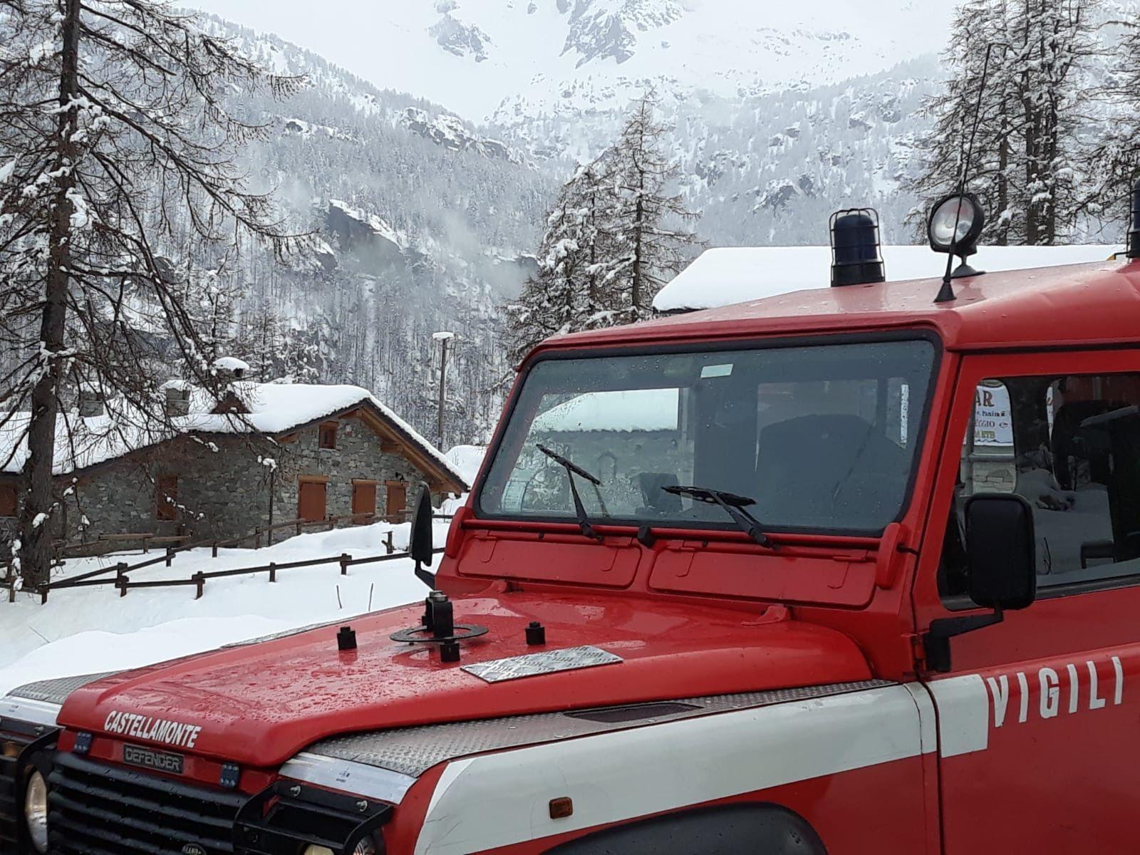 CERESOLE REALE - Due turisti bloccati nella neve: salvati dal soccorso alpino e dai vigili del fuoco