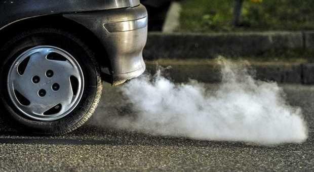INQUINAMENTO - Semaforo rosso: blocco per i diesel Euro 5 in 12 comuni