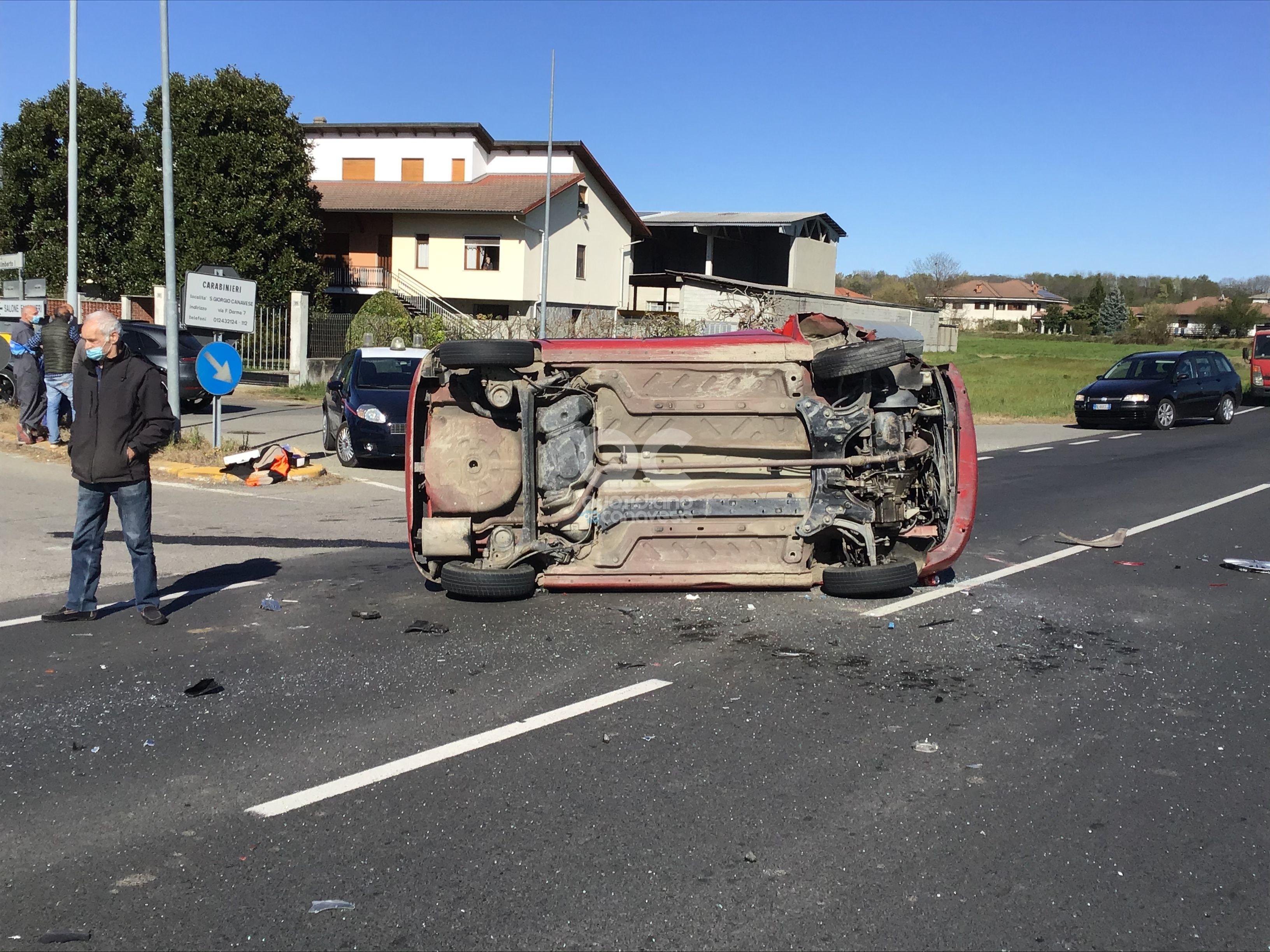 SAN GIORGIO CANAVESE - Brutto incidente stradale sulla provinciale: quattro feriti - FOTO