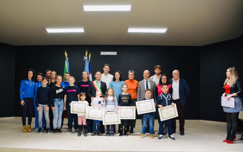 OZEGNA - Il sindaco Sergio Bartoli ha premiato gli sportivi del paese - FOTO