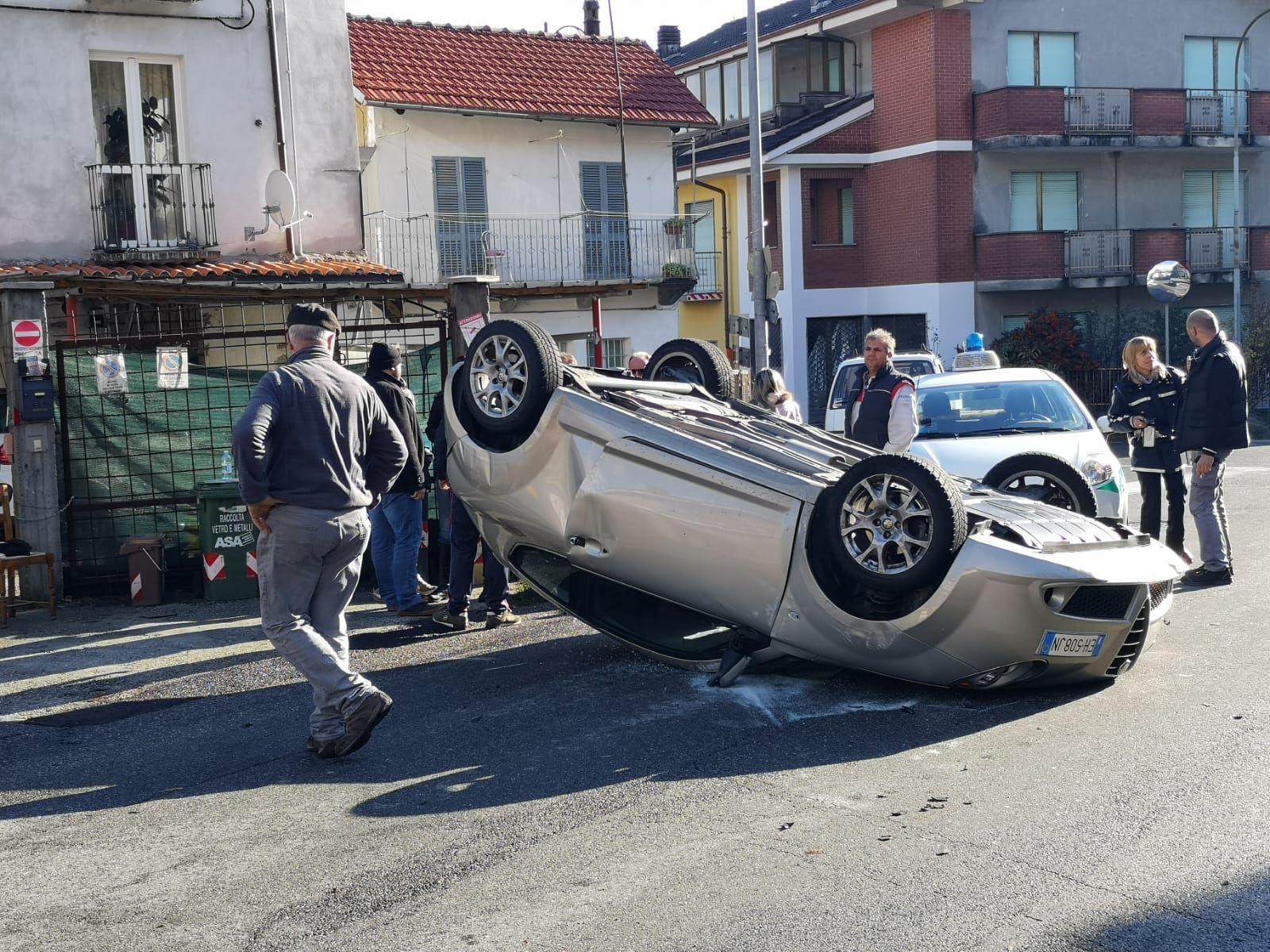 CUORGNE' - Incidente stradale: auto ribaltata sulla provinciale - FOTO