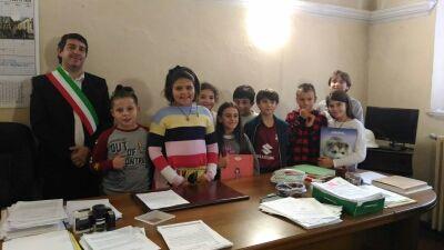 MONTALENGHE - I bimbi delle scuole a «lezione» dal sindaco Grosso