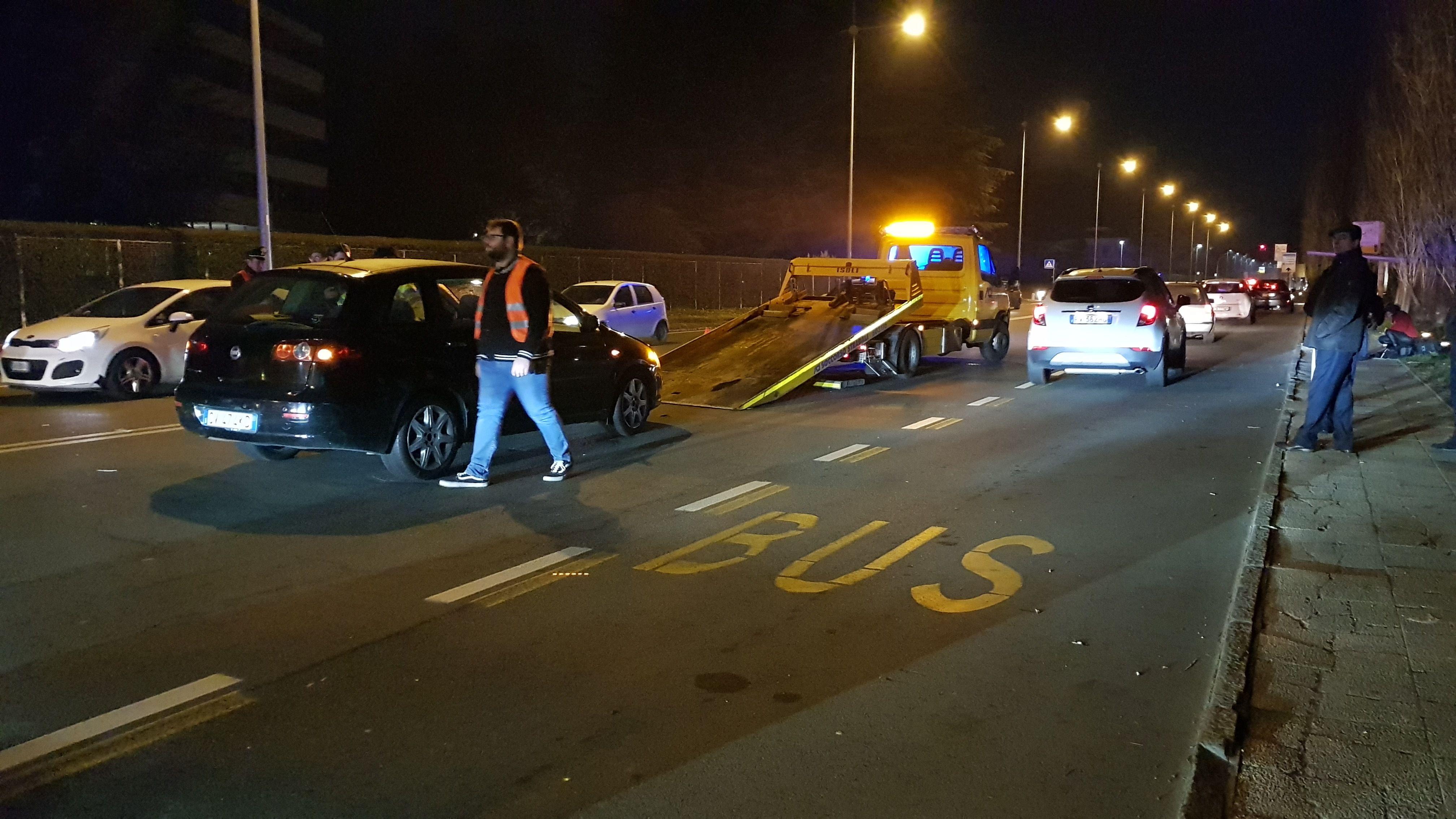IVREA - Auto travolge pedoni in via Jervis: quattro feriti di cui due gravi - FOTO E VIDEO