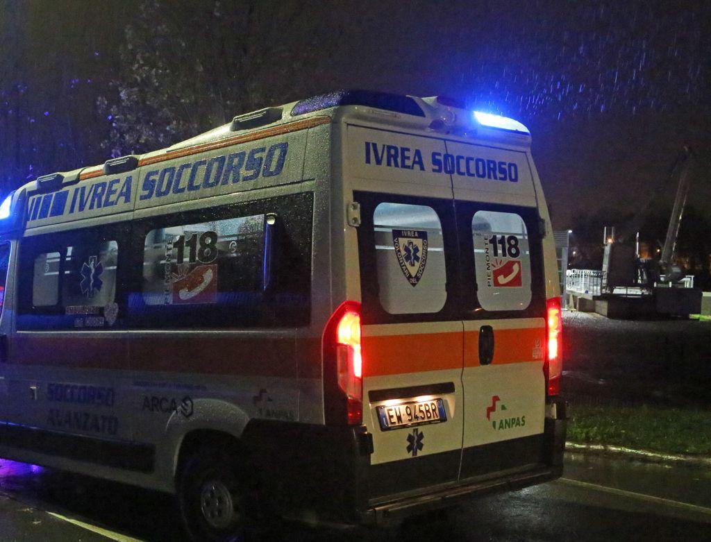 IVREA - Incidente stradale: marito e moglie investiti nel parcheggio