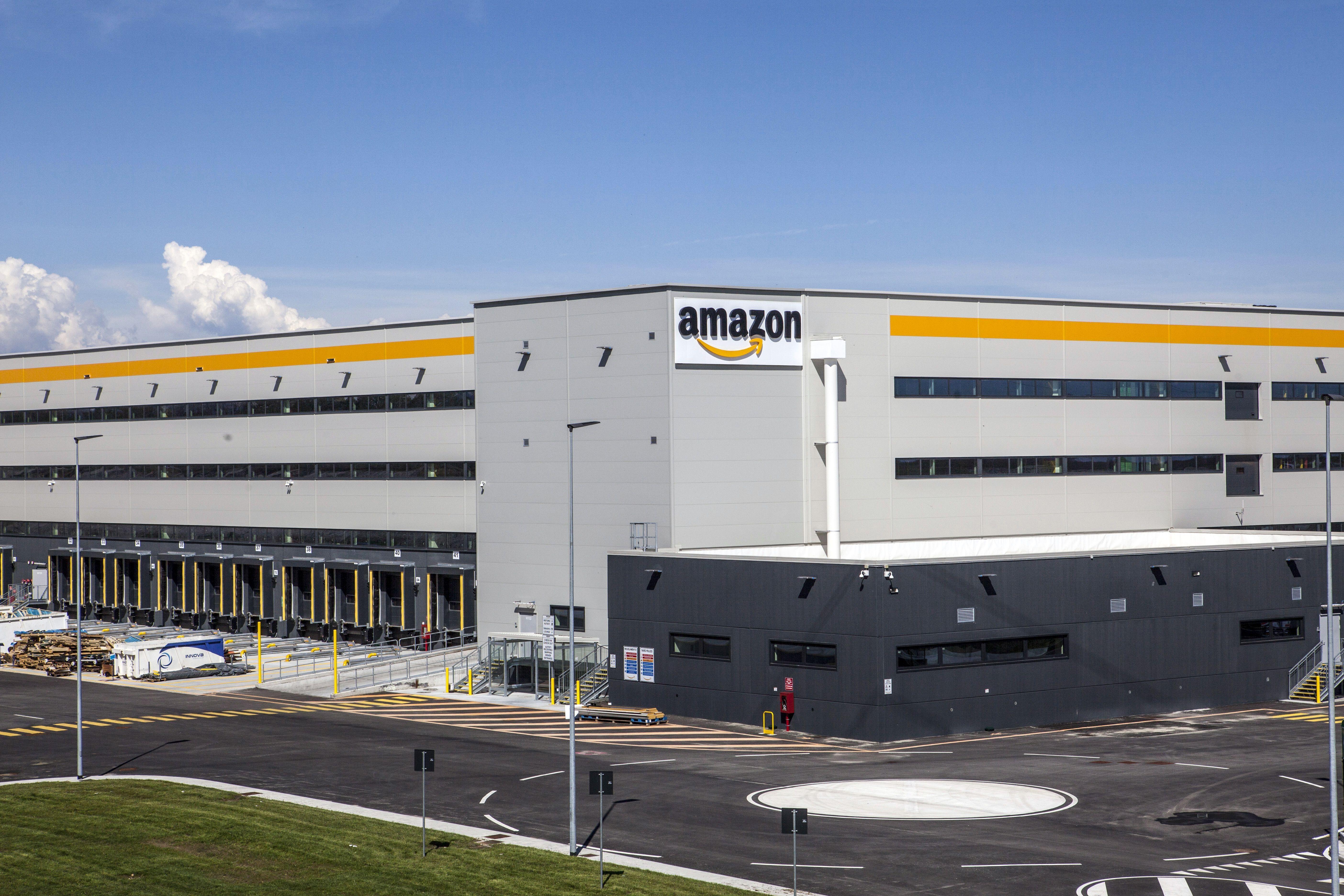 LAVORO - Amazon cerca due under 30 per il sito di Torrazza Piemonte