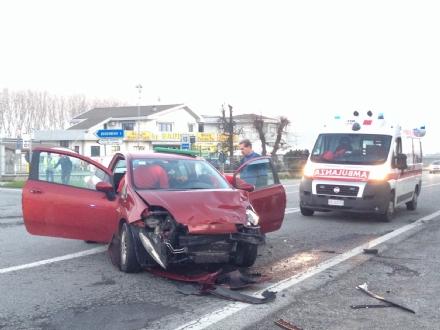 BOSCONERO - Provoca incidente e scappa. Fermato sulla 460