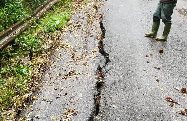 CASTELLAMONTE - Crepe nell'asfalto: tutti i danni della pioggia