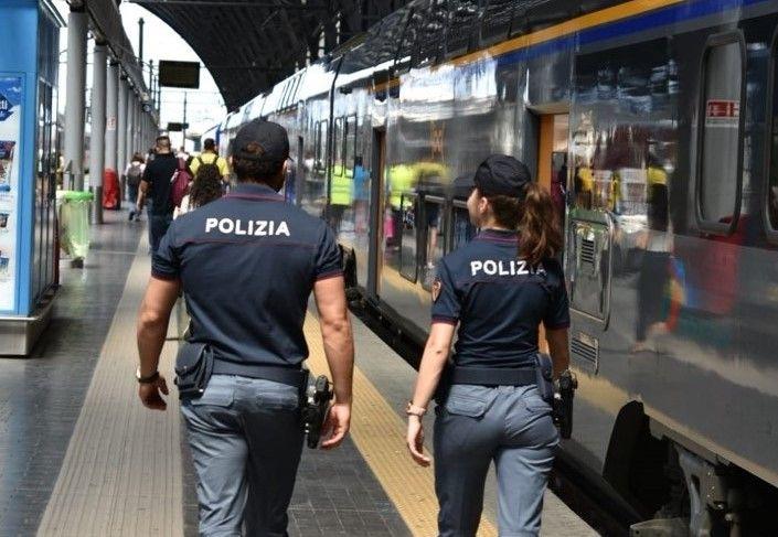SICUREZZA - Scatta foto ad una minorenne sul treno: denunciato per diffusione di materiale pedopornografico