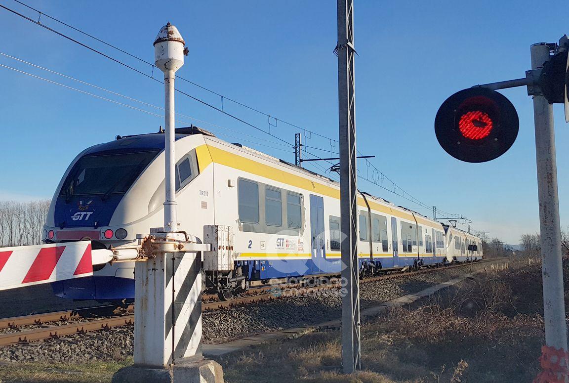 FERROVIA CANAVESANA - Linea in tilt per un passaggio a livello: ritardi fino a 40 minuti tra Torino e Rivarolo