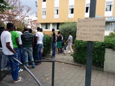 RIVAROLO CANAVESE - Profughi in strada per protesta - FOTO