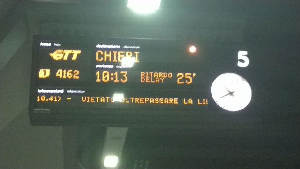 CANAVESANA - Ancora treni in ritardo: odissea per i pendolari