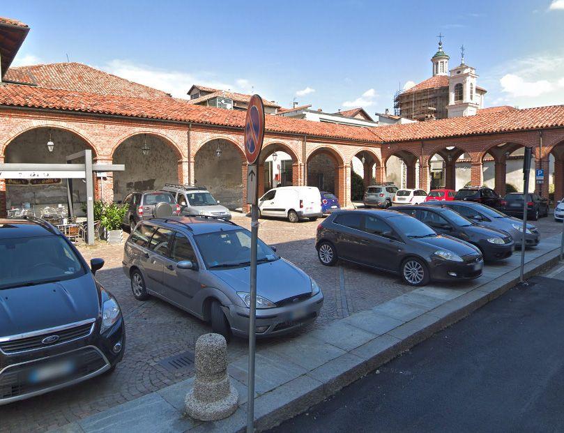 RIVAROLO - Via le auto da piazza Litisetto: arriva la «mini Ztl»