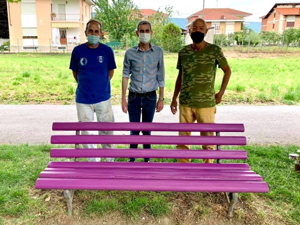 CASCINETTE D'IVREA - Il Comune inaugura la prima panchina viola della gentilezza