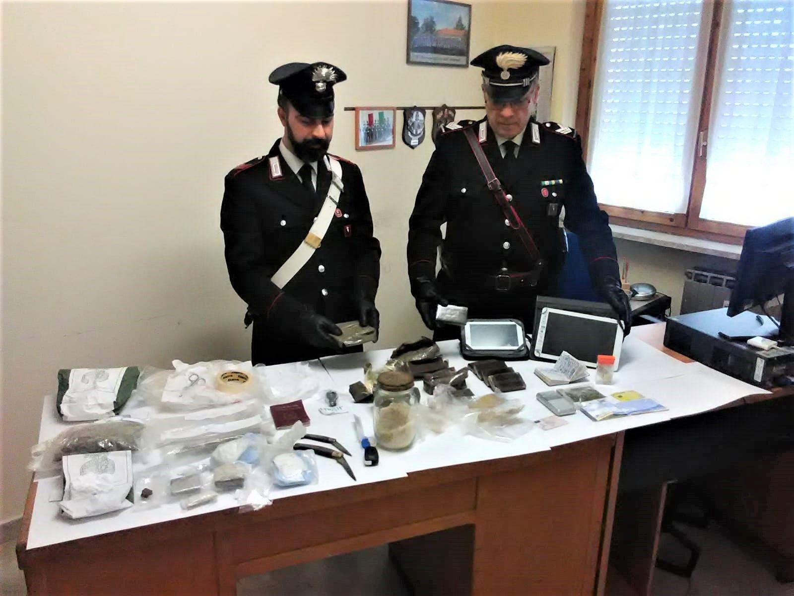 FORNO CANAVESE - Spaccia droga in tutta la zona: arrestato