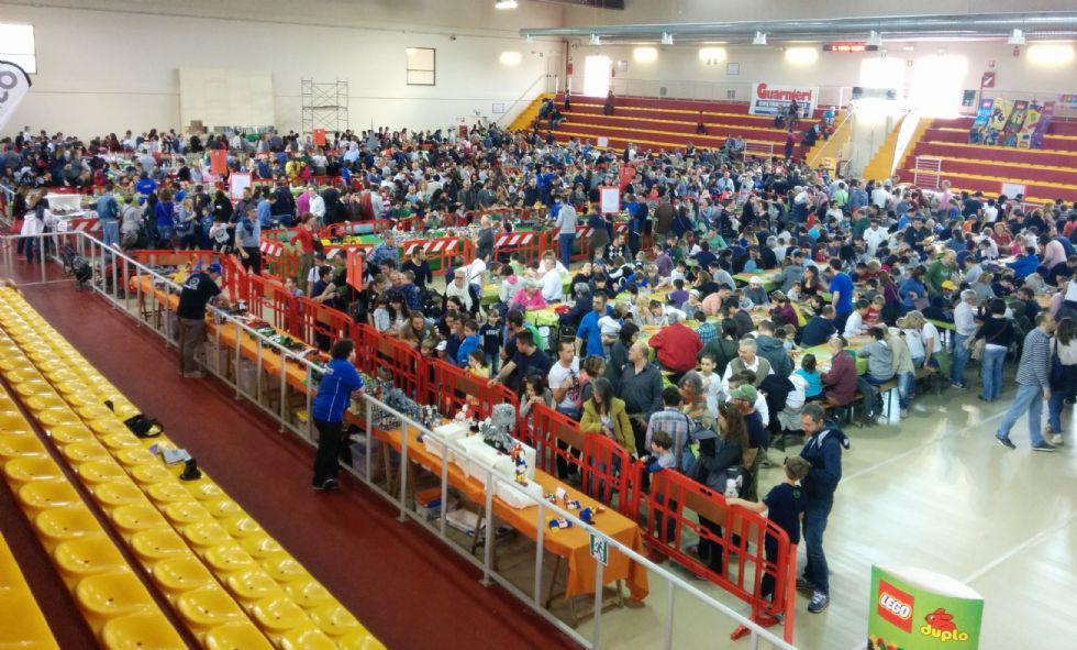 LEINI - Migliaia di visitatori in coda per i Lego - FOTO